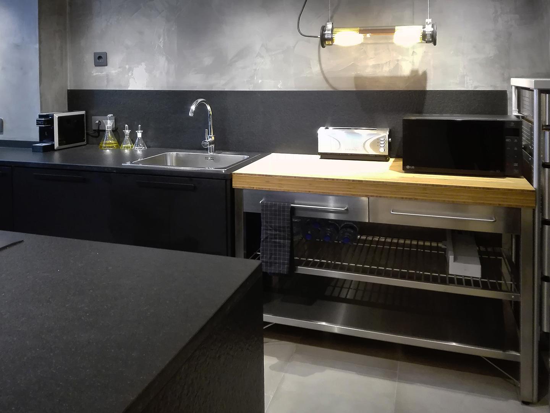 13 Petit apartament Blanes interior cuina oberta 2